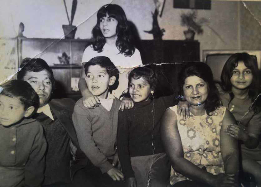 Paní Lendelová (druhá z prava) s manželem a dětmi